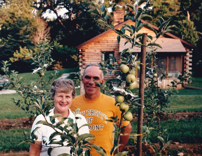 1985: Kermit & Louise Taggart with their first apple crop.